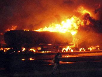 NATO uçağı tanker vurdu: 40'ı sivil 90 ölü