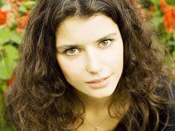 لمحبي الممثلة التركية بيرين سات معلومات عنها beren-saat2.jpg