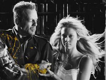 Bruce Willis (11 kez öldü)