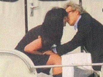 Evli Can Dündar genç kızla dudak dudağa