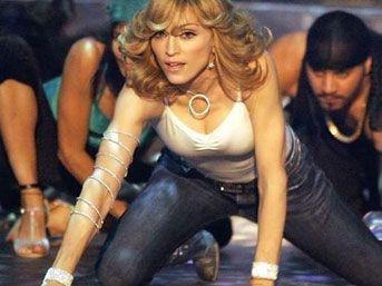 Madonna'nın altındaki Türk kim?