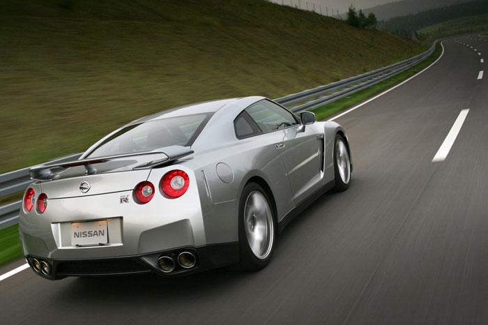 Nissan GT-R ödüle doymuyor! + 56 Resim Nissan-gtr-10