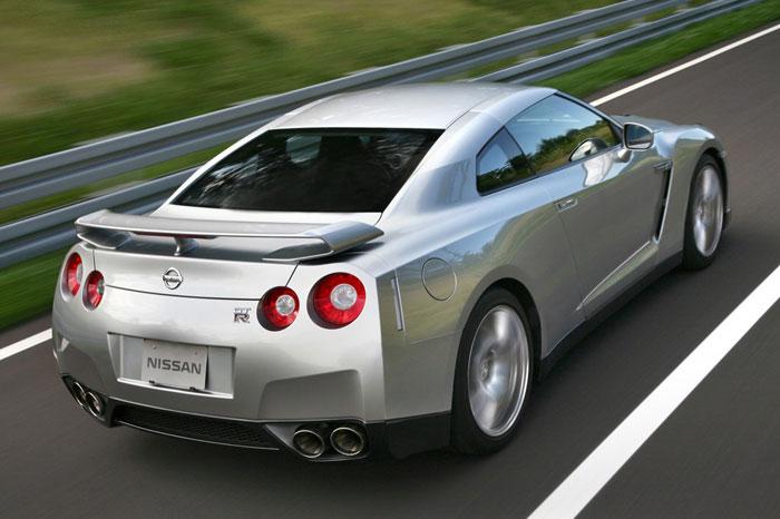 Nissan GT-R ödüle doymuyor! + 56 Resim Nissan-gtr-11