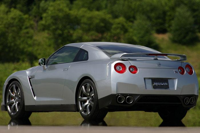 Nissan GT-R ödüle doymuyor! + 56 Resim Nissan-gtr-14