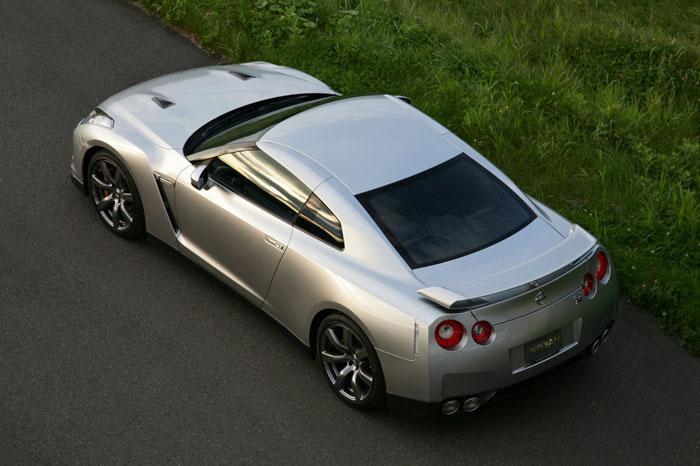 Nissan GT-R ödüle doymuyor! + 56 Resim Nissan-gtr-15