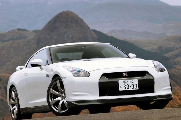 Nissan GT-R ödüle doymuyor! + 56 Resim Nissan-gtr-19
