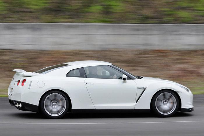 Nissan GT-R ödüle doymuyor! + 56 Resim Nissan-gtr-22