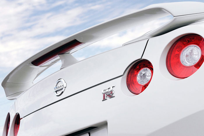 Nissan GT-R ödüle doymuyor! + 56 Resim Nissan-gtr-25