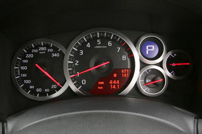 Nissan GT-R ödüle doymuyor! + 56 Resim Nissan-gtr-30