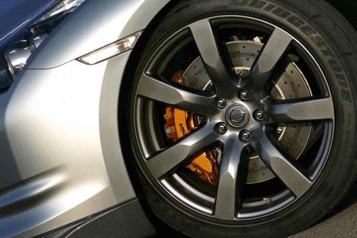Nissan GT-R ödüle doymuyor! + 56 Resim Nissan-gtr-36