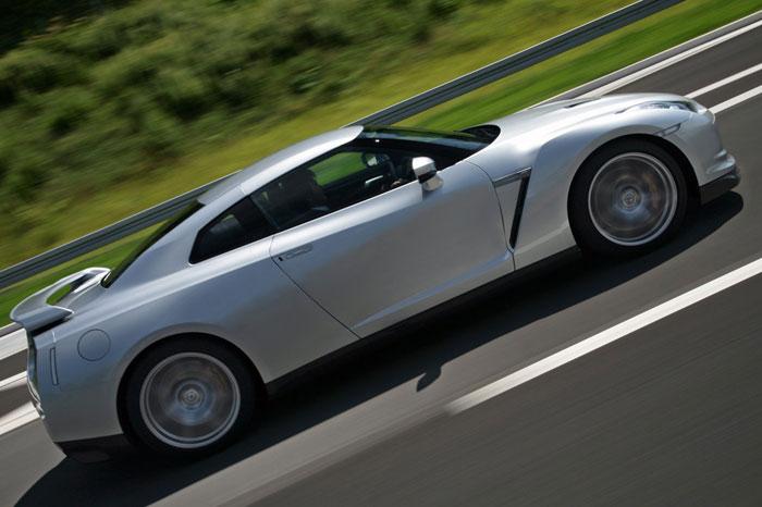 Nissan GT-R ödüle doymuyor! + 56 Resim Nissan-gtr-4